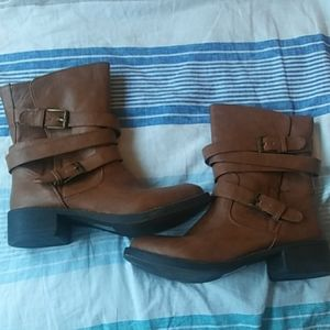 Like new Cognac boots size 7.5